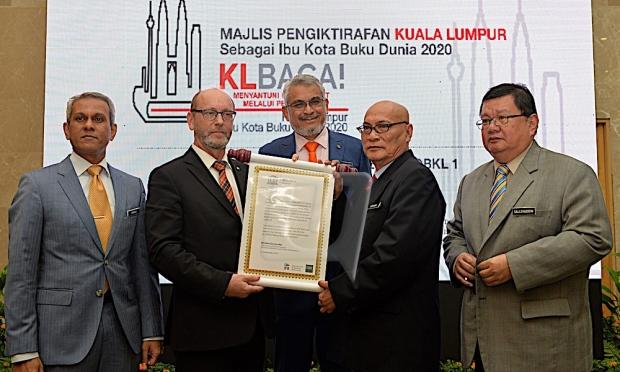 Buku Mampu Milik: Majlis Menobat Kuala Lumpur sebagai Kota Buku Dunia 2020 - gambar oleh Utusan