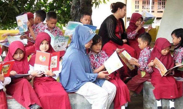 Orang Indonesia Memang Gila Membaca!
