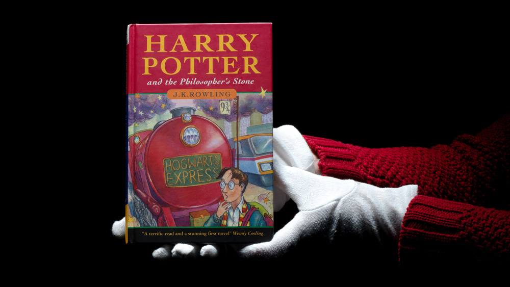 Kulit buku Harry Potter and the Philosopher's Stone yang rate - foto oleh bloomsbury