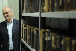 Mustafa Jahic, pengarah perpustakaan yang ketuai operasi selamatkan buku semasa perang Sarajevo ~ foto theguardian