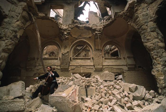 Ini yang tinggal... runtuhan perpustakaan awam di Sarajevo ~ foto  the europeanlibrary