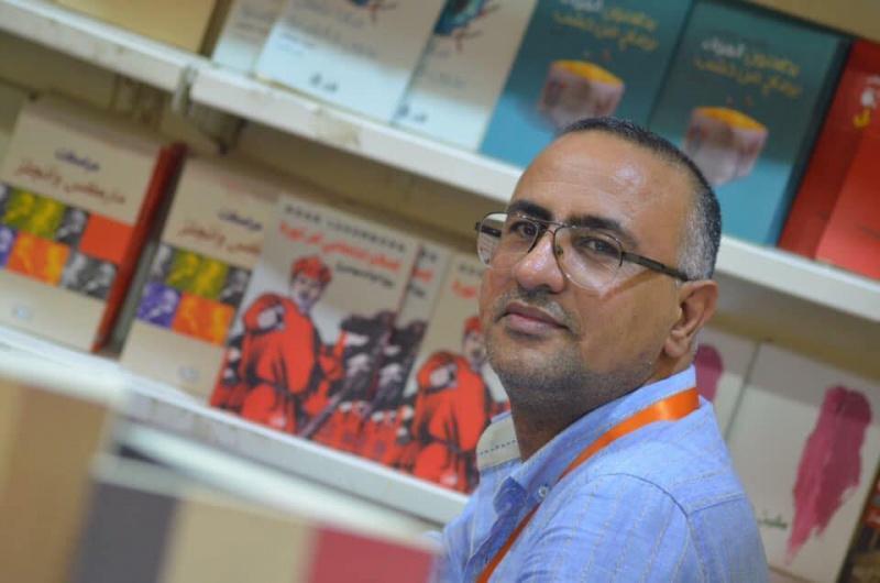 Safa Diab, tuanpunya  Dar Shahriar, sebuah kedai buku di Iraq ~ foto Arabnews