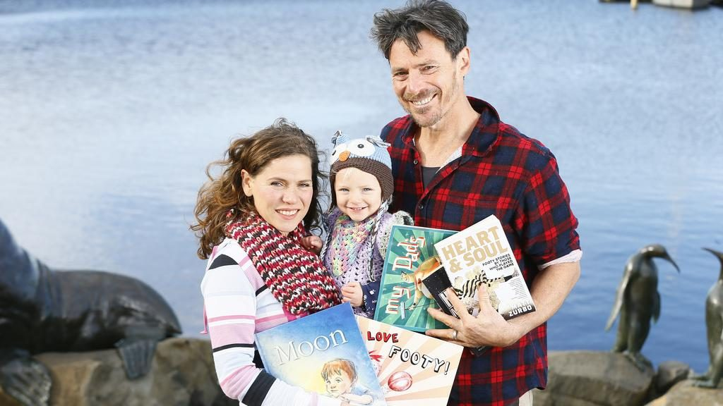 Matt Zurbo bersama isterinya Elena dan anak mereka Cielo. ~ foto the mercury