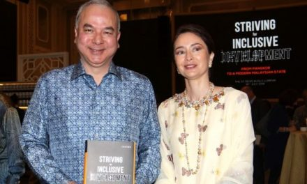 Sultan Nazrin Lancar Buku Karya Sendiri