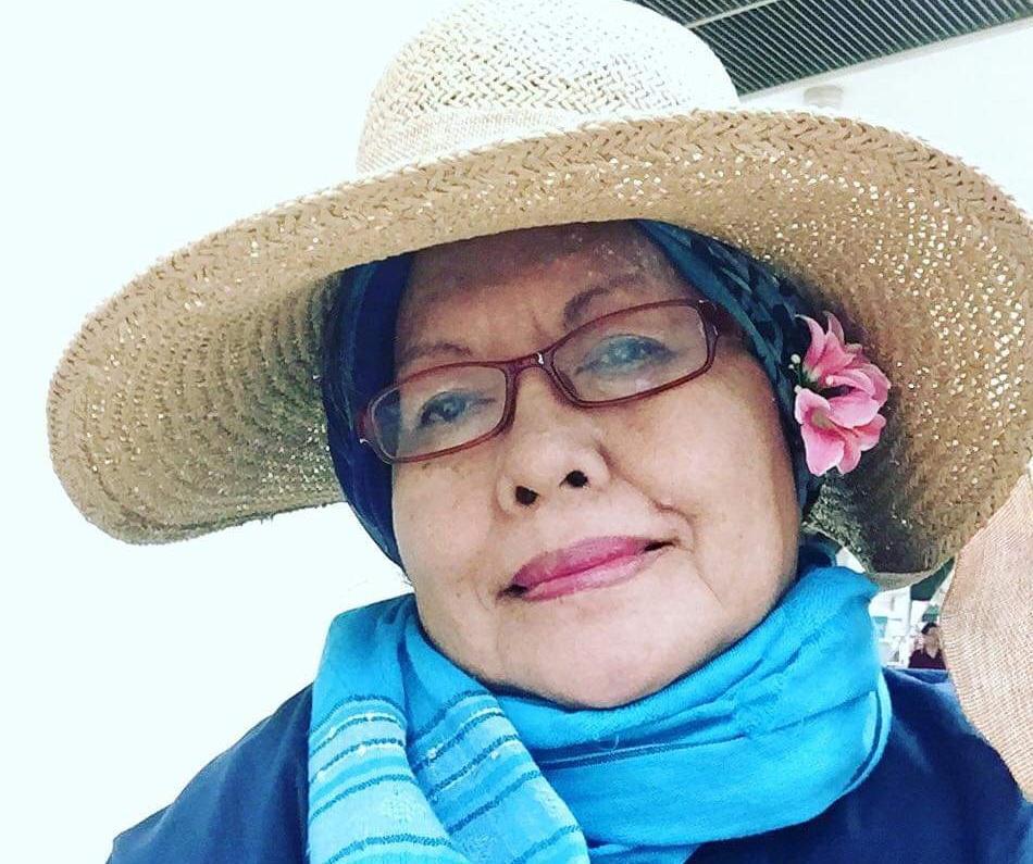 Sasterawan Negara, Siti Zainon punyai gaya tudung istimewa ~ foto bebasnews