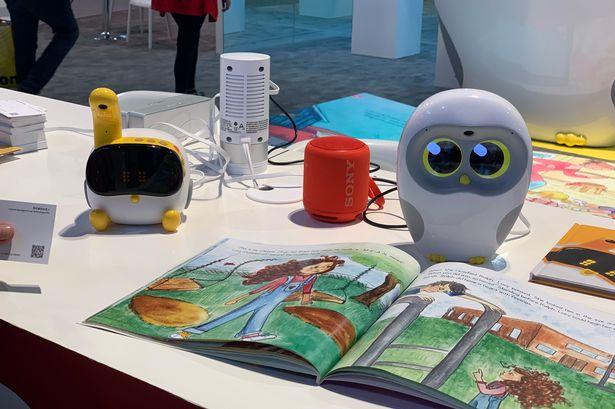 Luka, robot cilik yang boleh membaca di BIBF 2019 ~ foto mirror