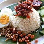 Menulis Novel Cinta Macam Makan Nasi Lemak!