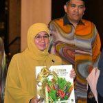 Permaisuri Agong lancar buku 'Ulam-ulaman Khazanah Negara dan 1001 Khasiat'